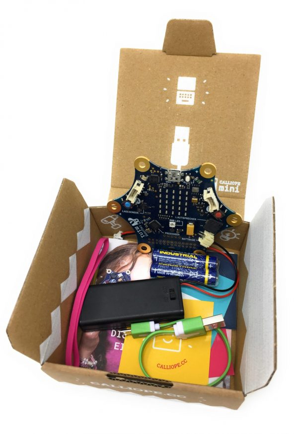 Fotografia Calliope mini s otvorenou krabicou